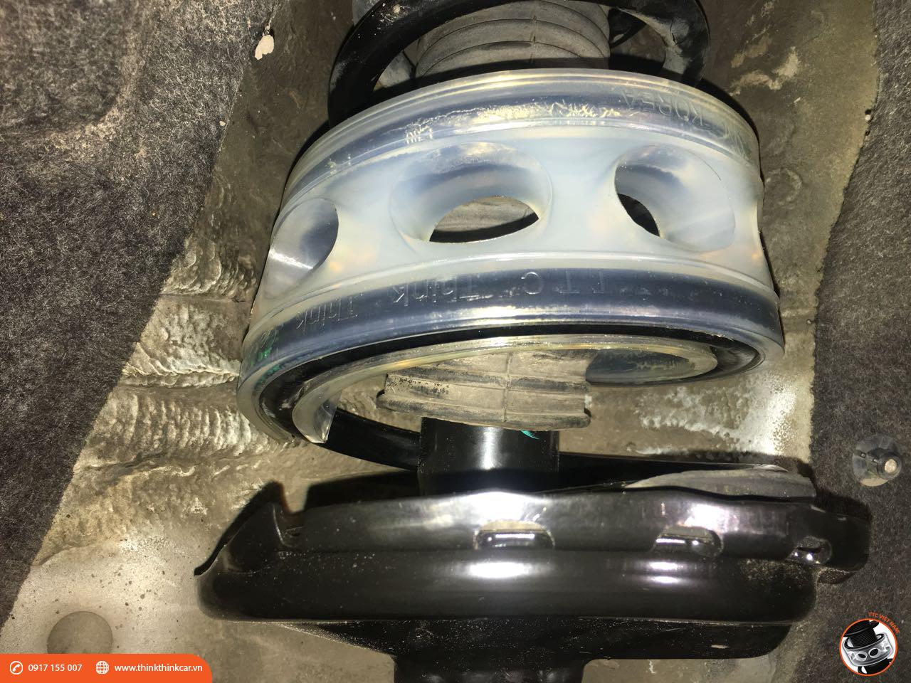 Toyota Venza lắp đệm giảm chấn TTC hình 2