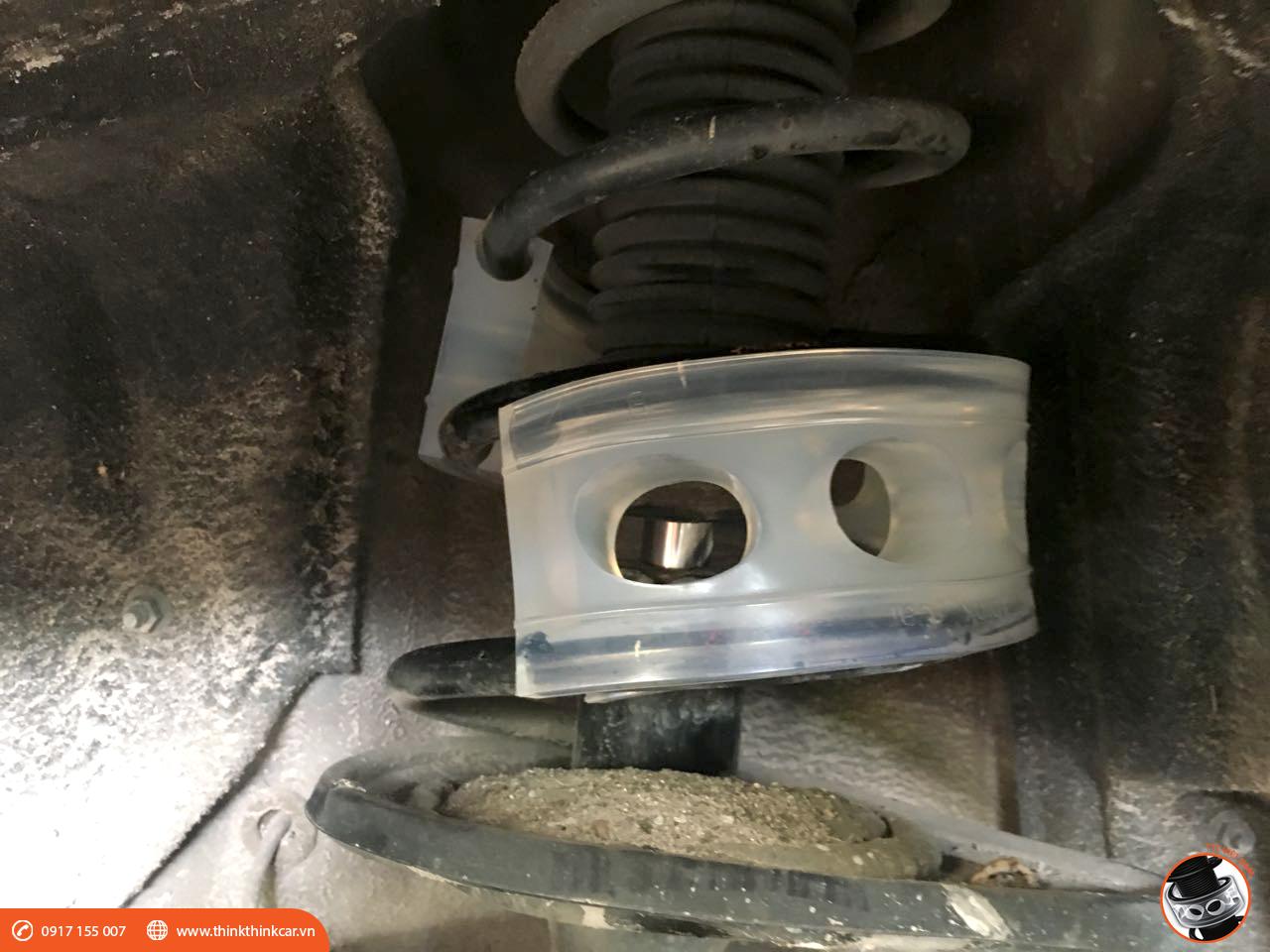 LEXUS ES 350 lắp đặt đệm giảm chấn tại Auto Phạm Gia Hình 4