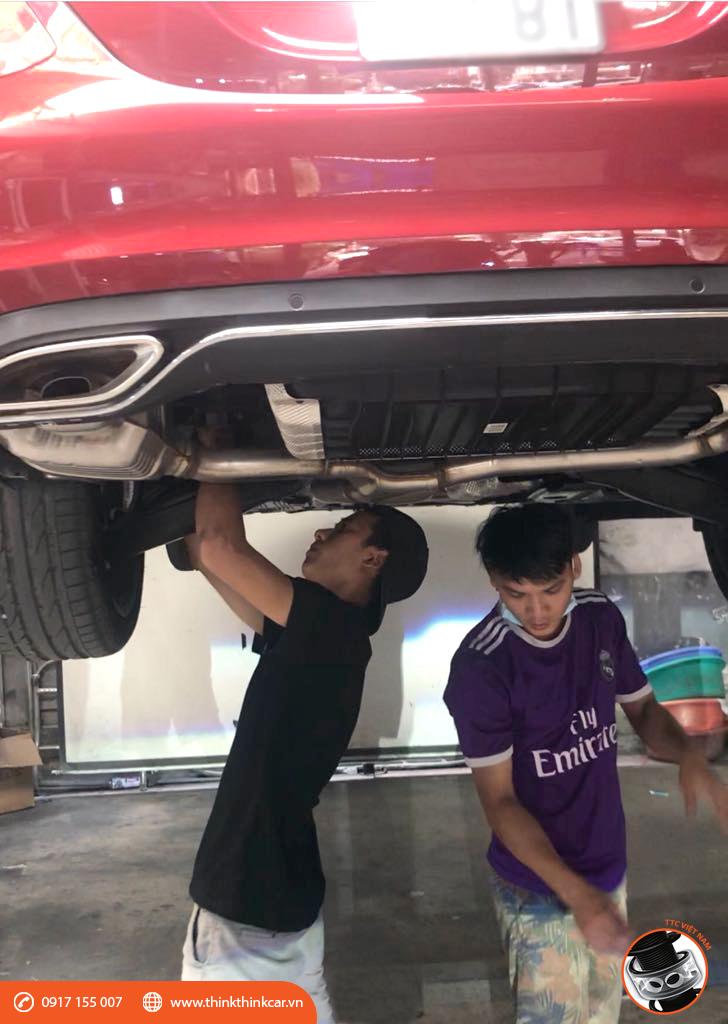 Mercedes C250 đỏ thắm lắp đệm giảm chấn TTC đón Tết 2018