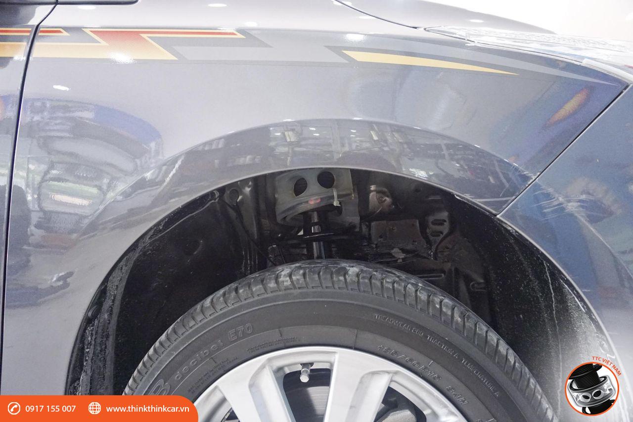 lắp đệm giảm chấn TTC cho Toyota Yaris tại Mười Hùng Auto hình 1