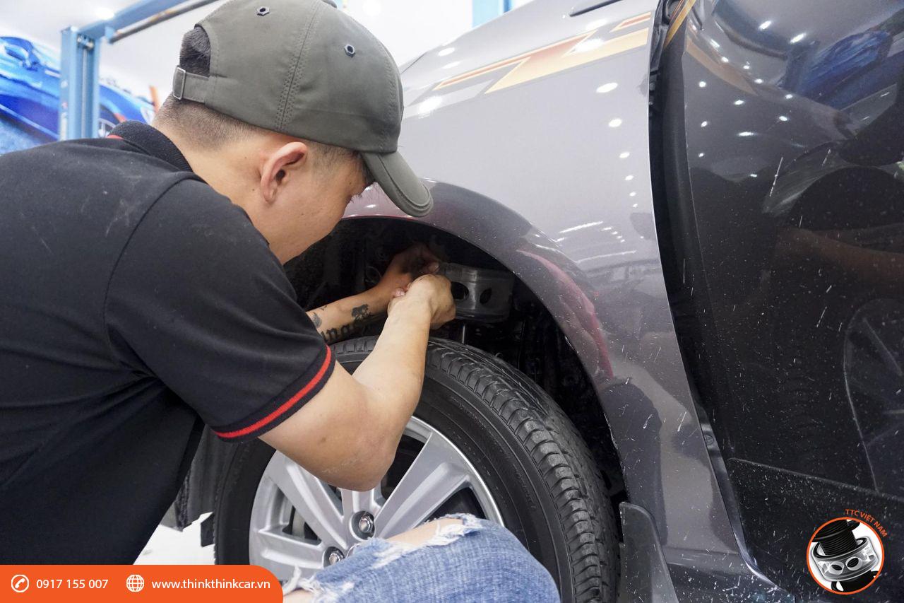 lắp đệm giảm chấn TTC cho Toyota Yaris tại Mười Hùng Auto hình 3