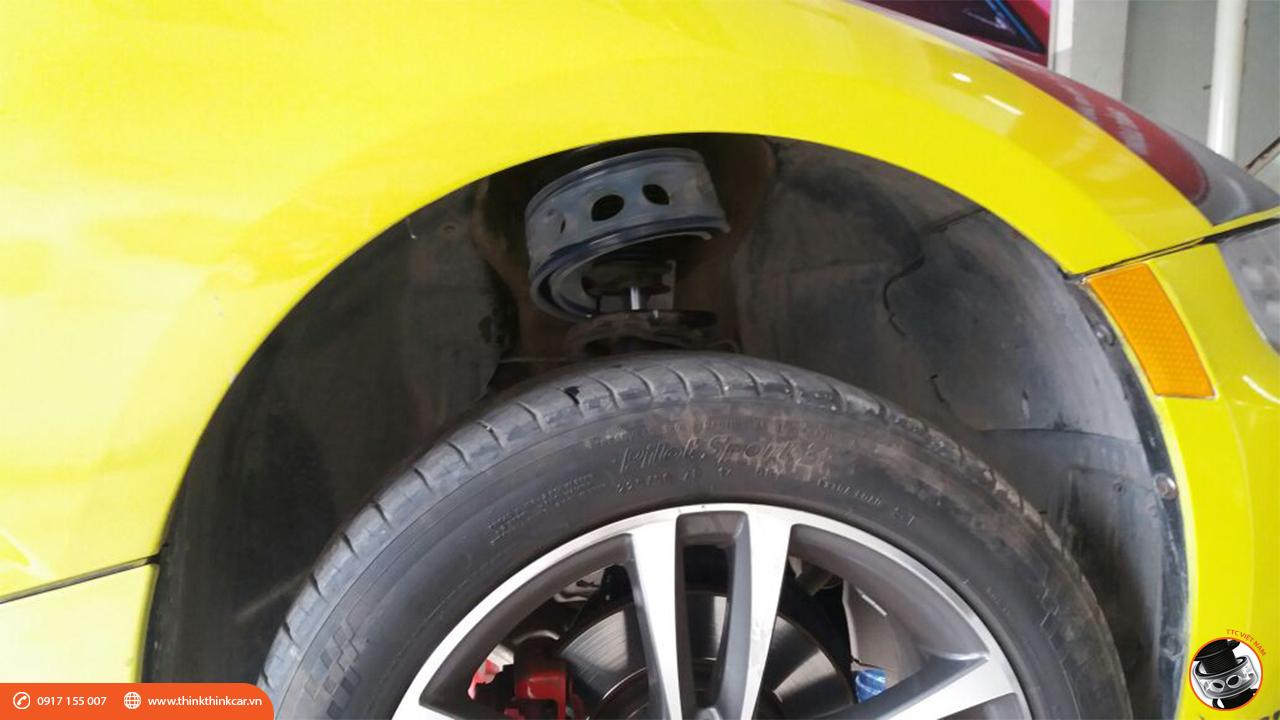 BMW Z4 màu vàng với đệm giảm chấn TTC