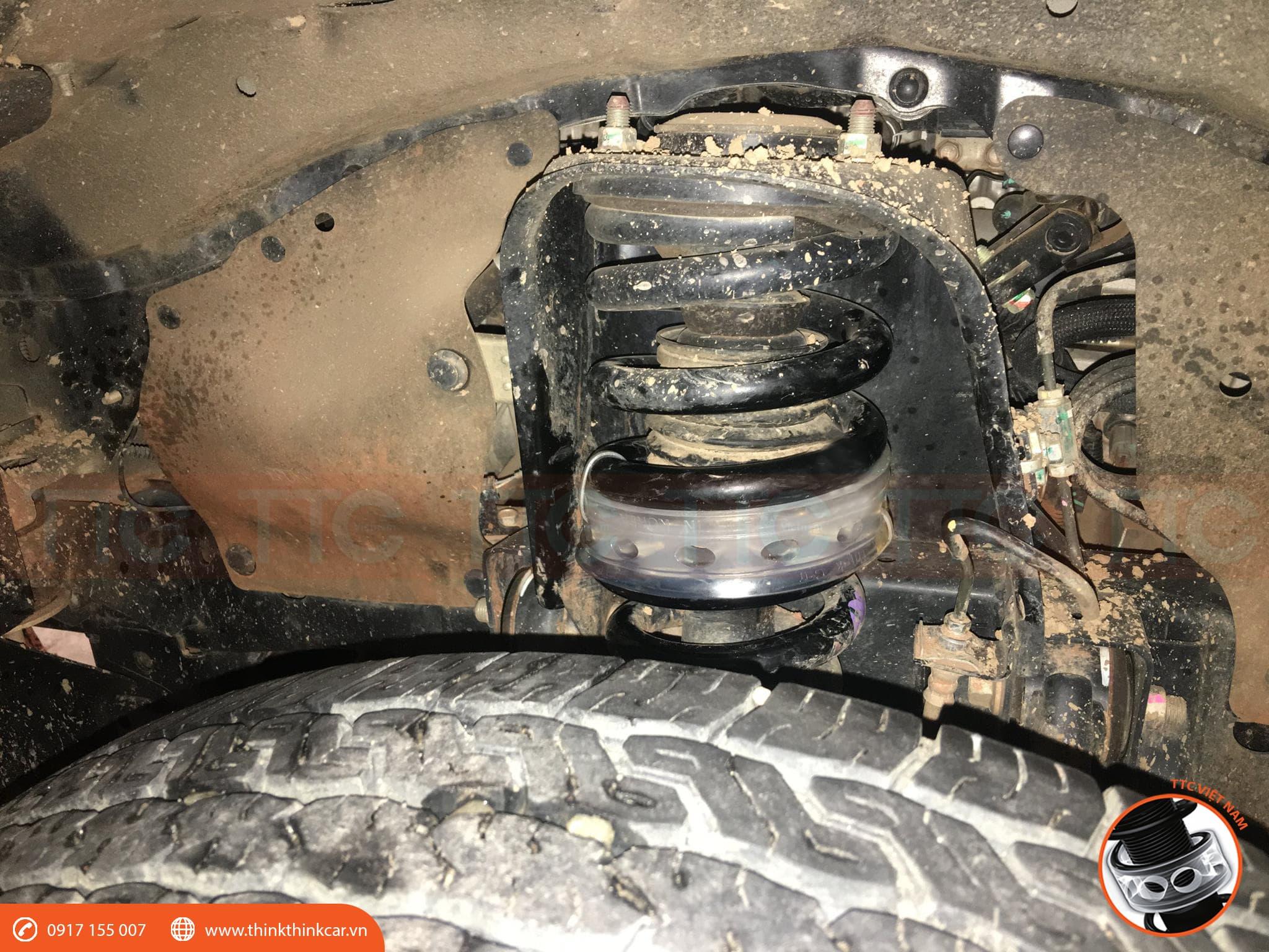 Đệm giảm chấn TTC vào lò xo xe